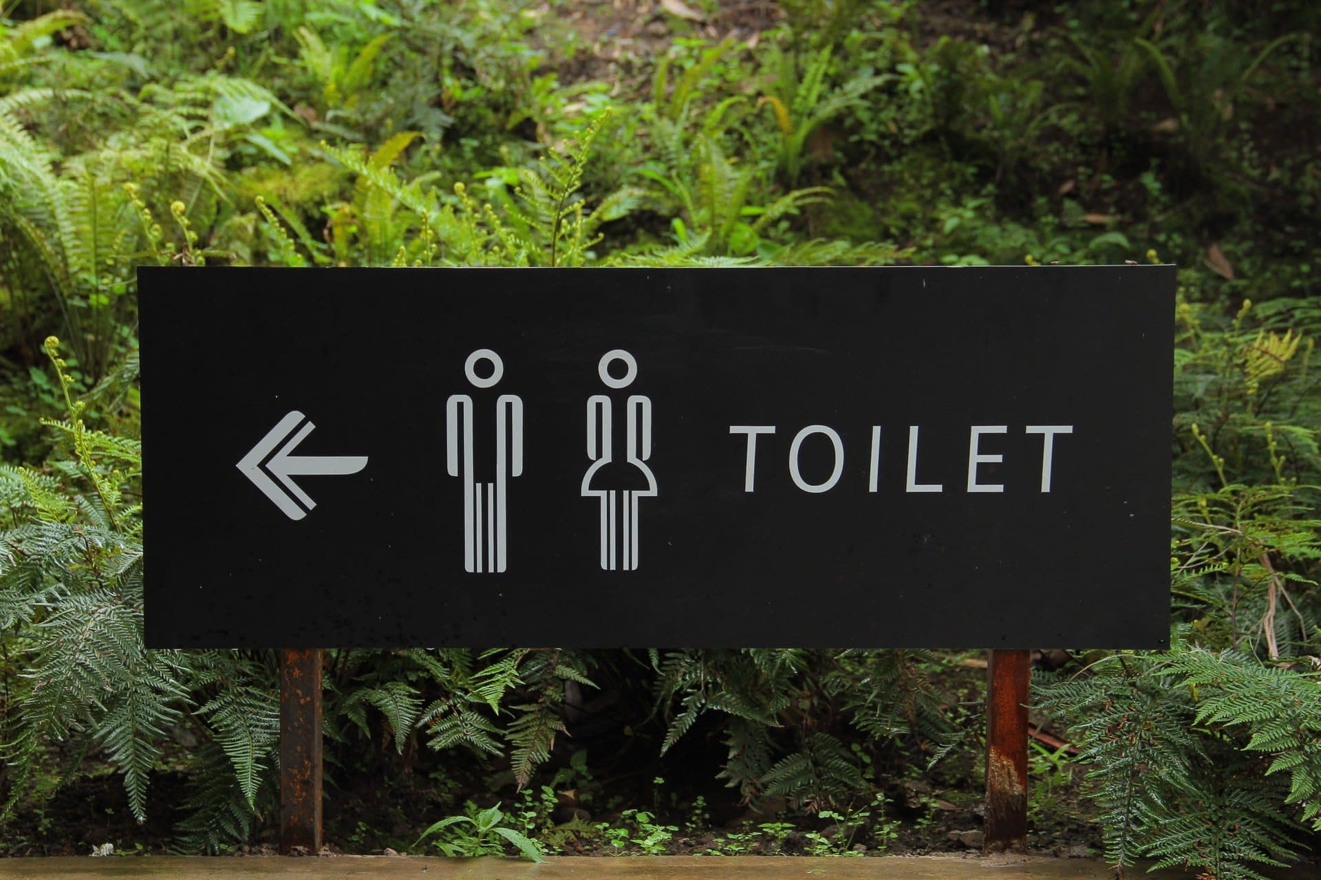 sign that points you to toilet